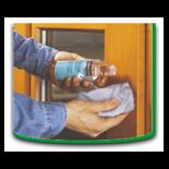 Specjalny środek czyszczący należy nanieść na szmatkę i usunąć zabrudzenie