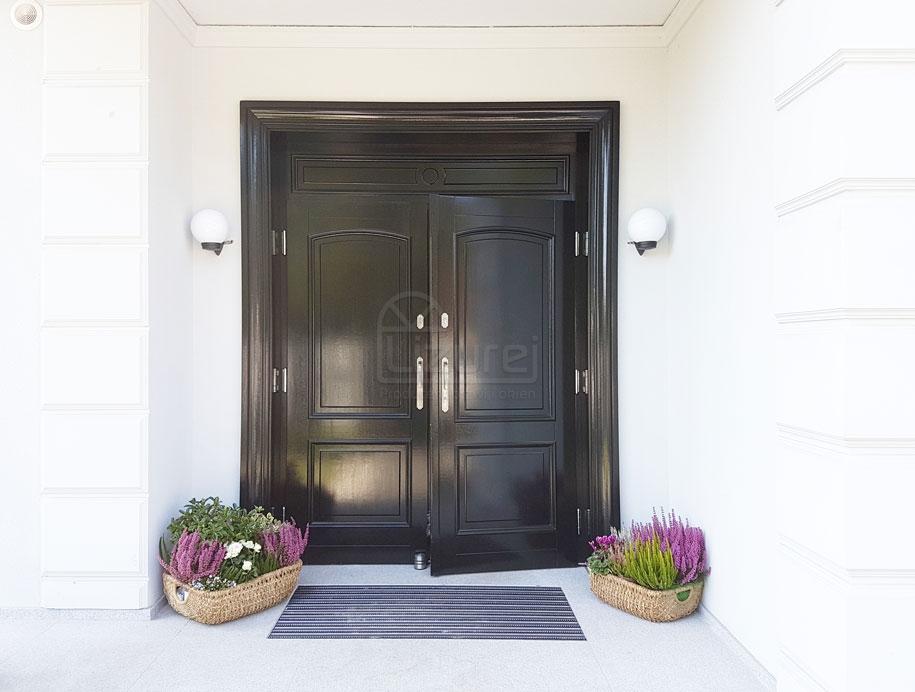 drzwi_drewniane_zewnętrzne_czarne_z_dostawką_LZ498-2