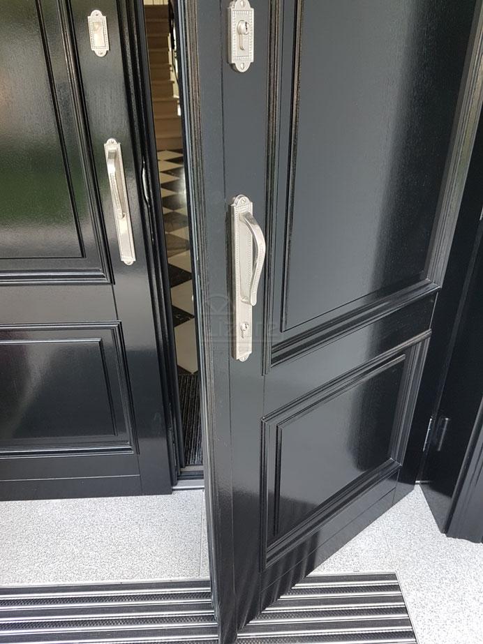 drzwi_drewniane_zewnętrzne_czarne_z_dostawką_LZ498-4
