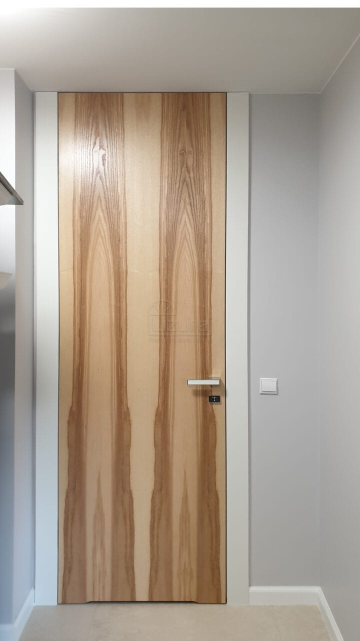 Drzwi wewnętrzne drewniane wysokie do sufitu LW538